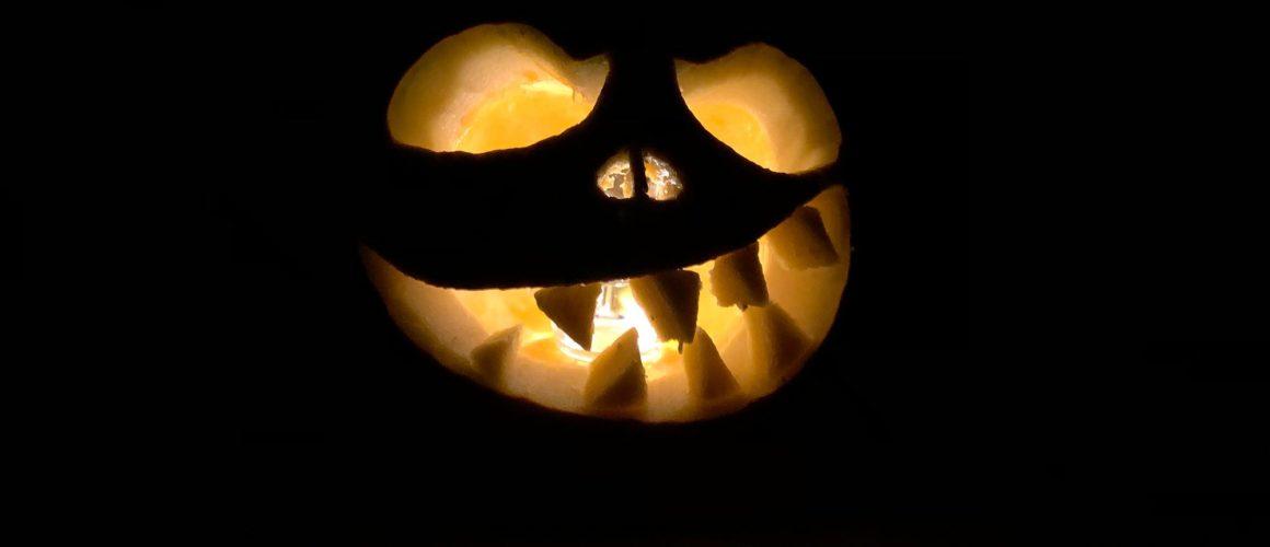 Das Ergebnis: Ein beleuchteter Halloween-Kürbis