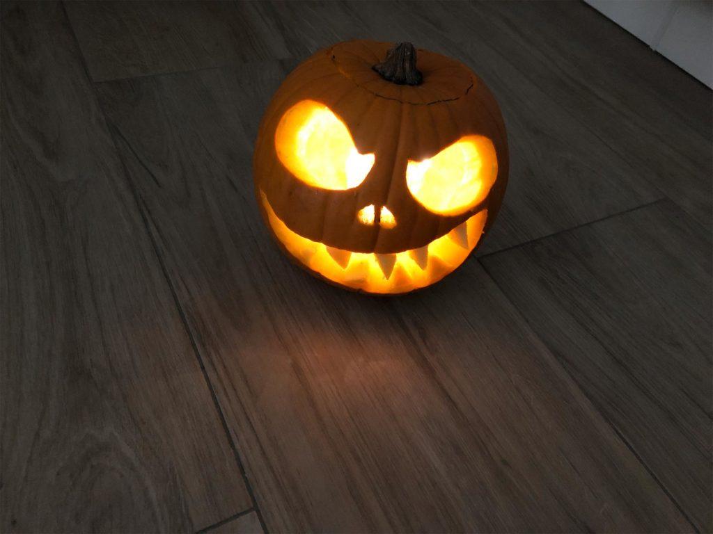 Halloween-Kürbis mit Lichterkette