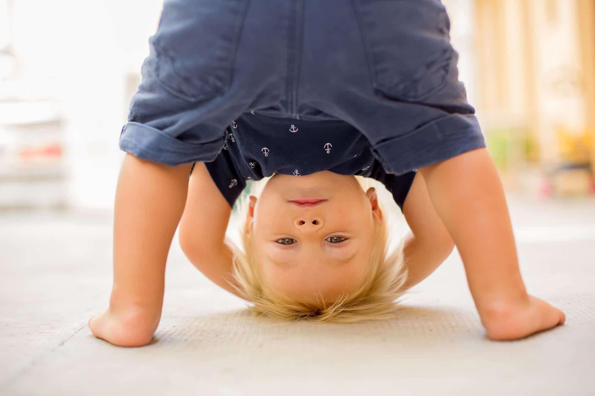 Wie Kinderyoga die Entwicklung Deiner Kinder fördert