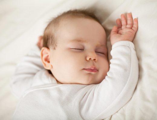 Dein Baby schläft nicht? Ursachen & was uns sehr geholfen hat