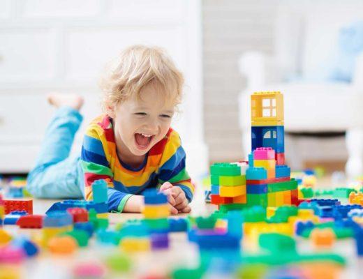 Spielideen für Zuhause für Kleinkinder im Alter von 1-2 Jahren