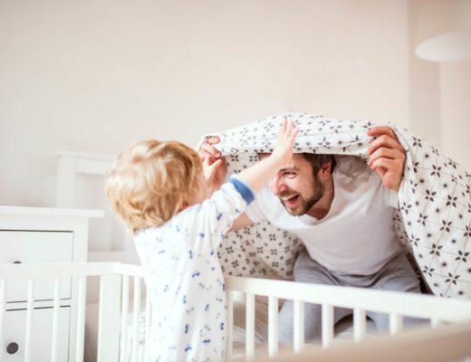 Vater-Elternzeit – Alle Tipps zu Elterngeld, Beantragung, Vorteile & Nachteile